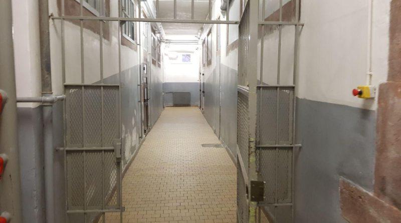 La prison s'enferme, la ministre s'enlise