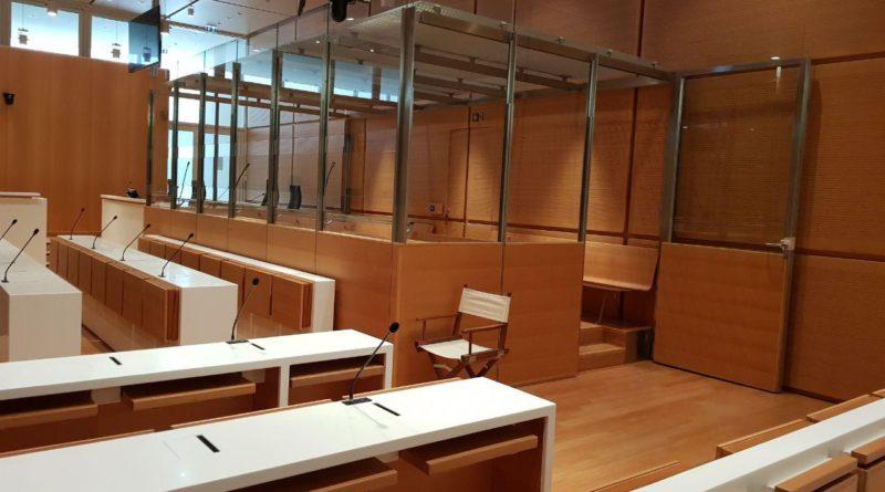 La systématisation des boxes fermés dans les salles d'audience